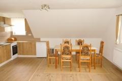 Hlavní místnost - stůl